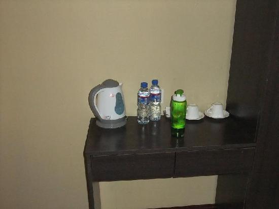 Starway Anjie Hotel : 酒店送你两瓶水