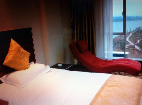 Menghu Business Hotel