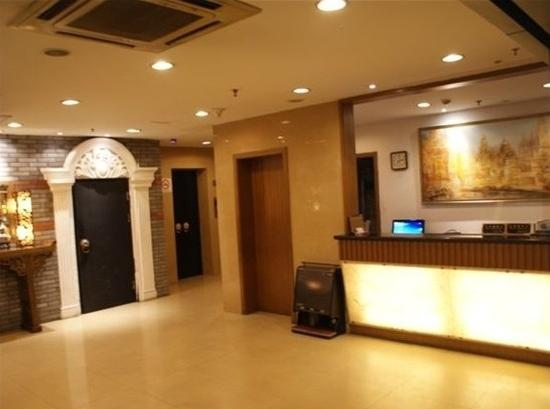 Shanghai Shikumen Holiday Hotel: 大厅