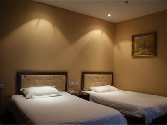 Shanghai Shikumen Holiday Hotel: 标准双床房