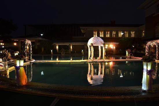 Yuntian Garden Hotel: 酒店泳池夜景