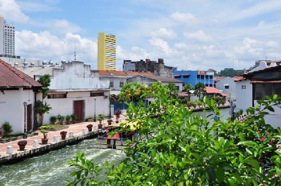 River One Residence: 从二楼俯视马六甲河