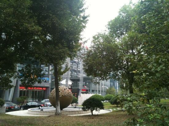 Ibis Hangzhou Binjiang: 门口