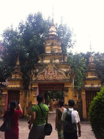 Buddhist temple: 总佛寺门