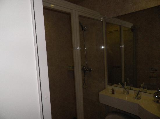 Oak Hotel Chongqing Niujin Street: 浴室