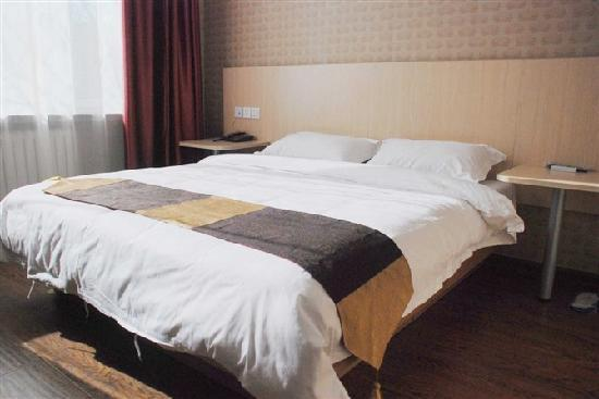 Kaijia Chain Hotel: 大床房