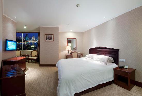 Golden Port Hotel (Jingang Dajiudian) : 豪华商务房大床