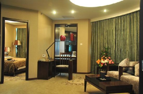 Aviation Hotel Luoyang : 豪华商务套房