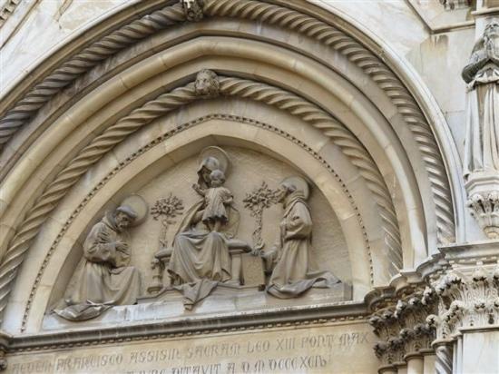 Basilica di San Francesco: 雕像