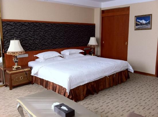 Minzu Hotel : 豪华大床房