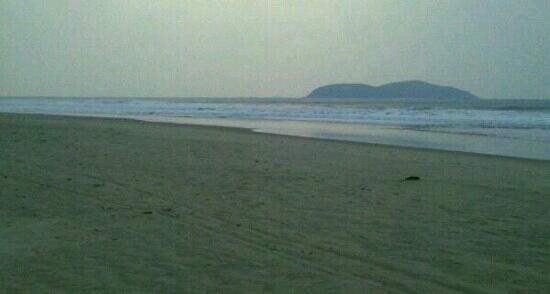 Yalong Bay: 喜来登酒店的沙滩上看亚龙湾