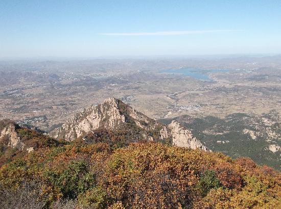 Hongluo Mountain : 在大虹螺山山顶俯瞰乌金塘水库