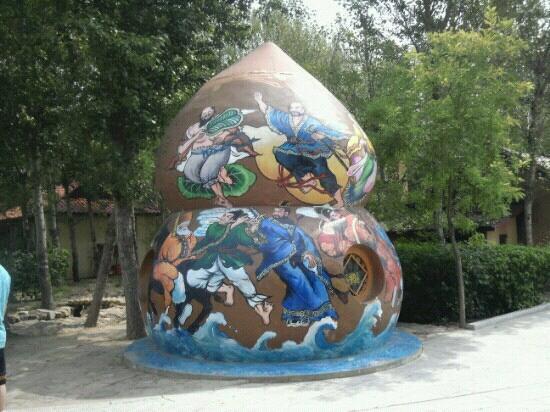 Huludao, China: 路边一景