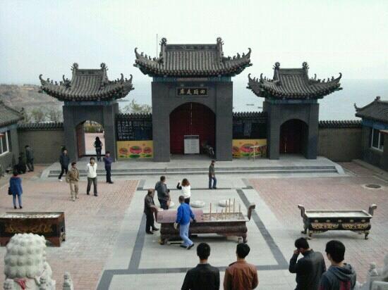 Wanghai Temple: 望海寺院内眺望大海