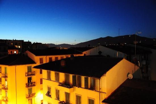 Il Grillo di Firenze: 喝着小酒,看着日落,沉醉
