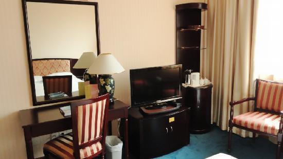 Jin Hua Hotel: 房间配置的32寸彩电