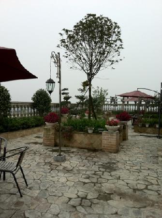 Sai Na Holiday Hotel: 房间外的花园