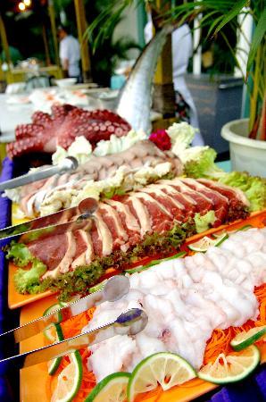 Raft Lake Garden Barbecue : 银泰——花园木排bbq烧(1)