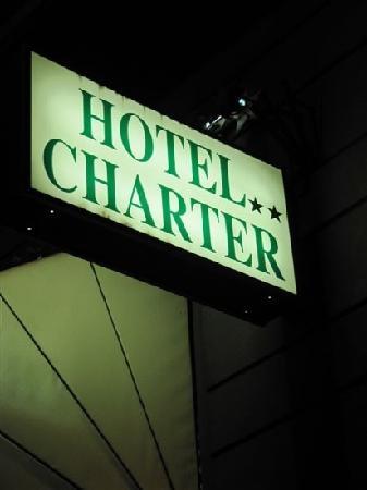 Hotel Charter: 外面