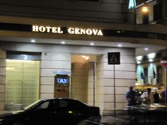 Hotel Genova: 门口