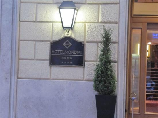 BEST WESTERN Hotel Mondial: 门口