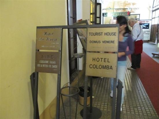 Hotel Colomba: 标牌