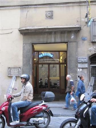 Hotel Ottaviani: 门前