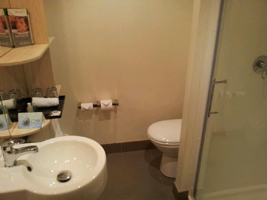 Ibis Sydney King Street Wharf: 浴室