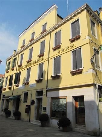 Santa Marina Hotel: 建筑