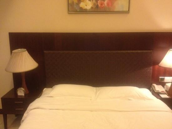 Shenzhen Fortune Hotel: 床
