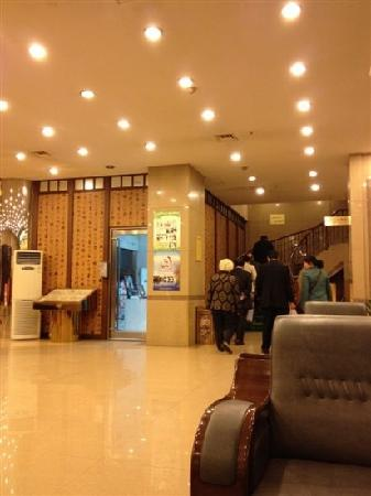 Yiyuan Hotel : 大厅