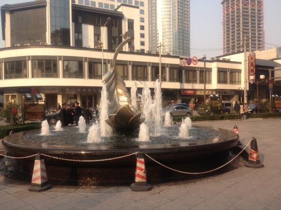 Jinjiang Grand Hotel: 门口