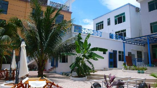 Yuehai Beach Resort Sanya: 院子与度假屋