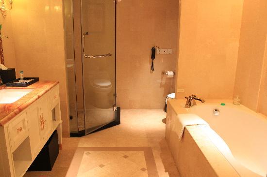 Sanya Yalong Bay Sintra Suites Hotel: 客房卫生间