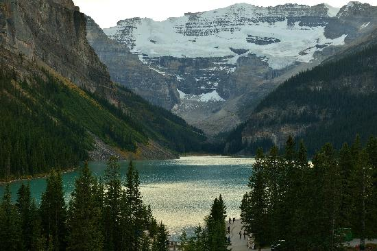 Fairmont Chateau Lake Louise: Lake Louise  ----from pakking photo