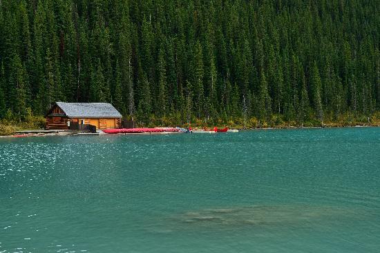 แฟร์มอนต์ ชาโตว์ เลคหลุยส์: Lake Louise   ----from pakking photo