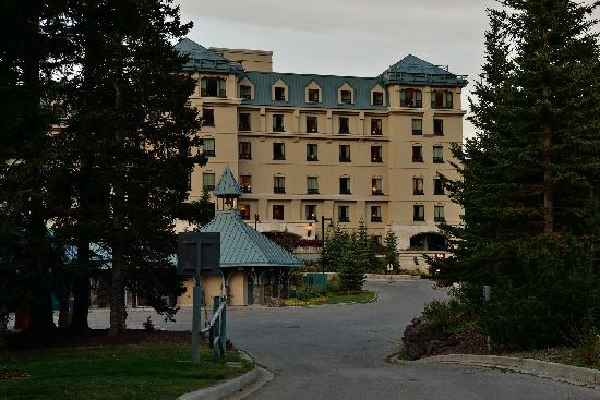 Fairmont Chateau Lake Louise: The Lake Louise hotel   ----from pakking photo