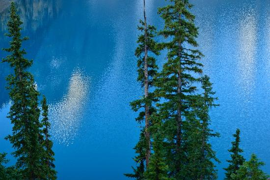 Moraine Lake  -----from pakking photo