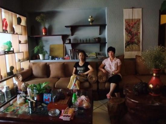 Lanting International Youth Hostel: 青旅的两位前台mm