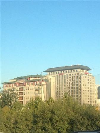 The Sandalwood Beijing Marriott Executive Apartments: 远观
