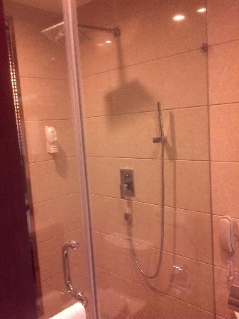Shidai Haojue Hotel: 空无一物的淋浴房