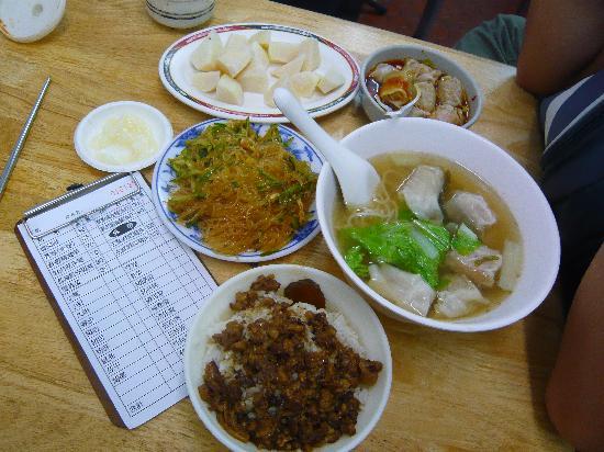 Kaohsiung Wufu Bianshi Restaurant: 当天所点的,结账四百多元