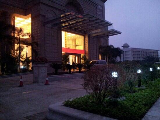 Huangjue Zhuoerba Hotel: 门口