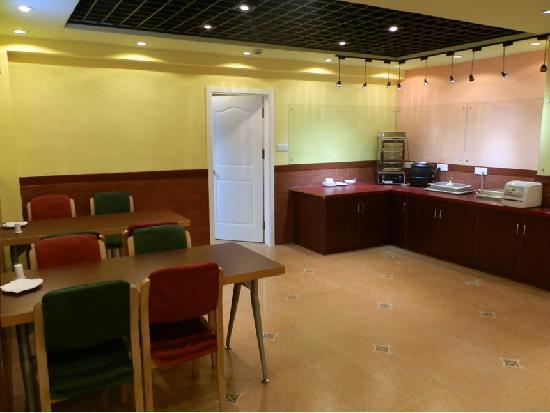 Home Inn Qingdao Hong Kong Middle Road Maidao Jin'an: 温馨茶餐厅