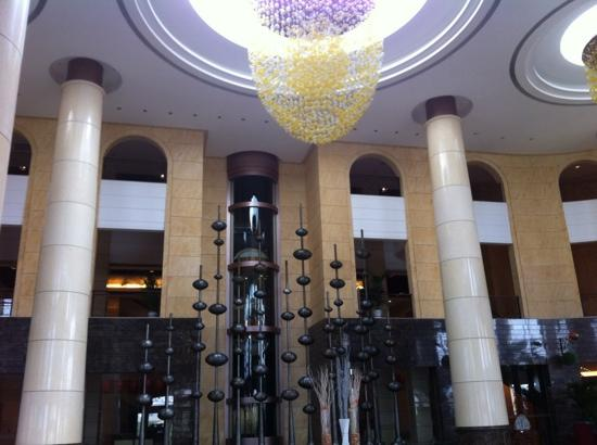 Grand Metropark Ocean Spring Resort Qingdao : 壮观的大堂