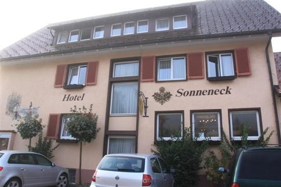 Hotel Sonneneck: 门前