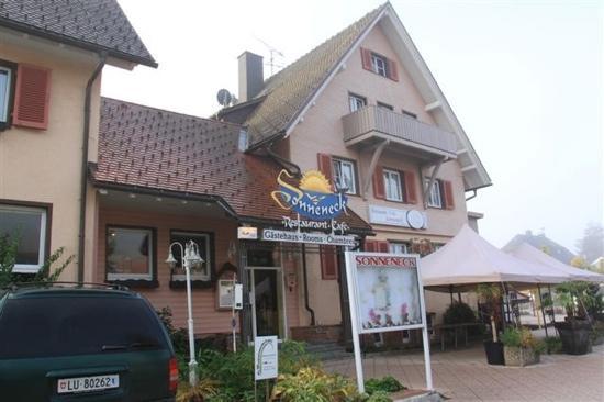Hotel Sonneneck: 门外