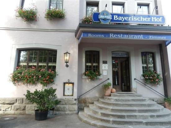 Bayerischer Hof: 门前