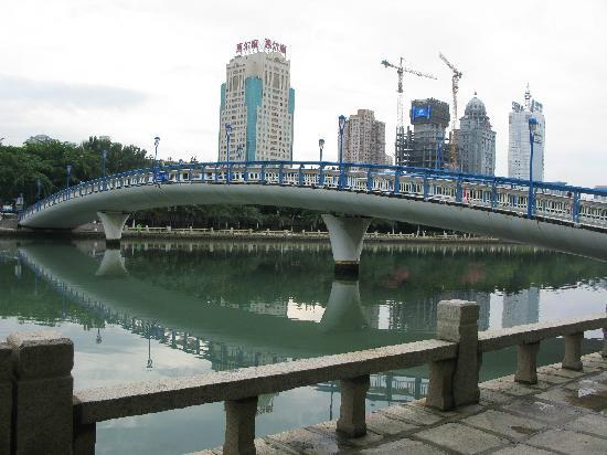 Xiamen Bailuzhou Park: 有湖就有桥