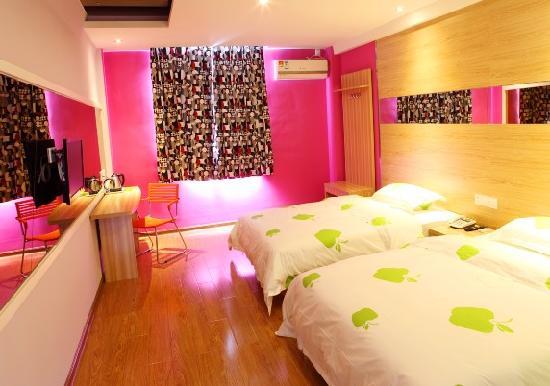 Yiye Chian Hotel Helong Gymnasium